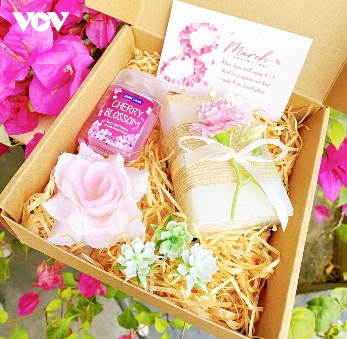 A gift box costs VND450,000 and includes two basic makeup items