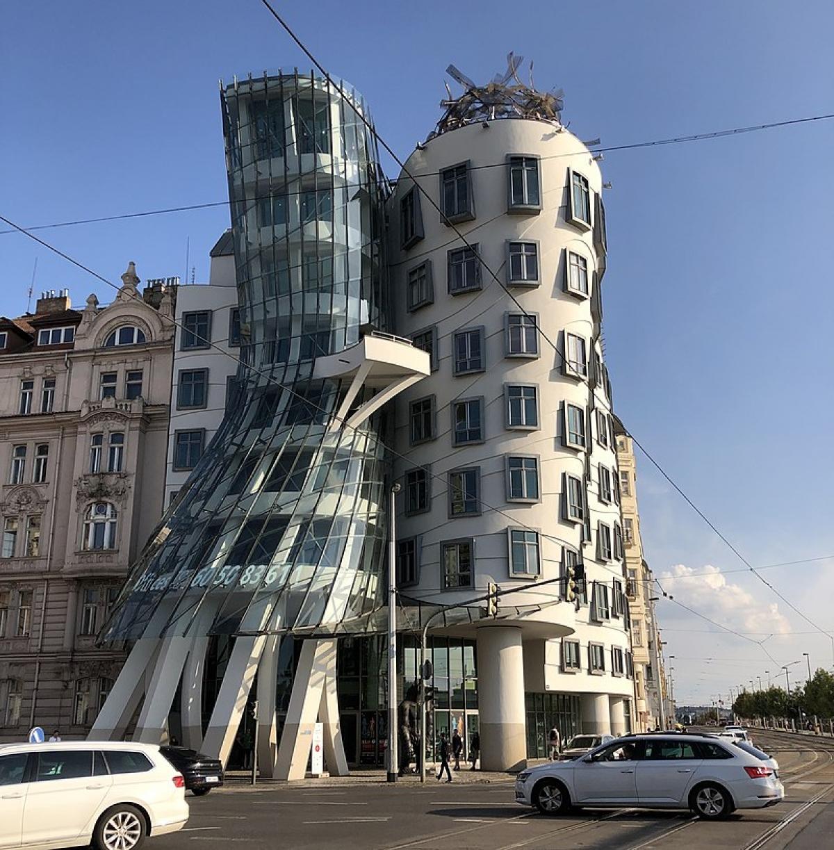 Tòa nhà ở Prague, Cộng hòa Séc, được gọi là Dancing House.