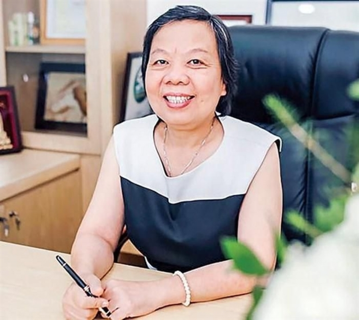 5. Truong Thi Le Khanh, founder, chairwoman of Vinh Hoan Seafood Corp. (VHC) Born in 1961, Truong Thi Le Khanh, chairwoman of Vinh Hoan Corp., owns 79.1 million VHC shares, equivalent to VND3,380 billion as of March 7 and is ranked 32nd in the list of the richest people operating on the Vietnamese stock market. Forbes named Khanh in the list of 25 Asian Power Businesswomen in 2020, whilst in 2019, she was in the list of Forbes' 50 most influential women in Vietnam as voted on by Forbes.