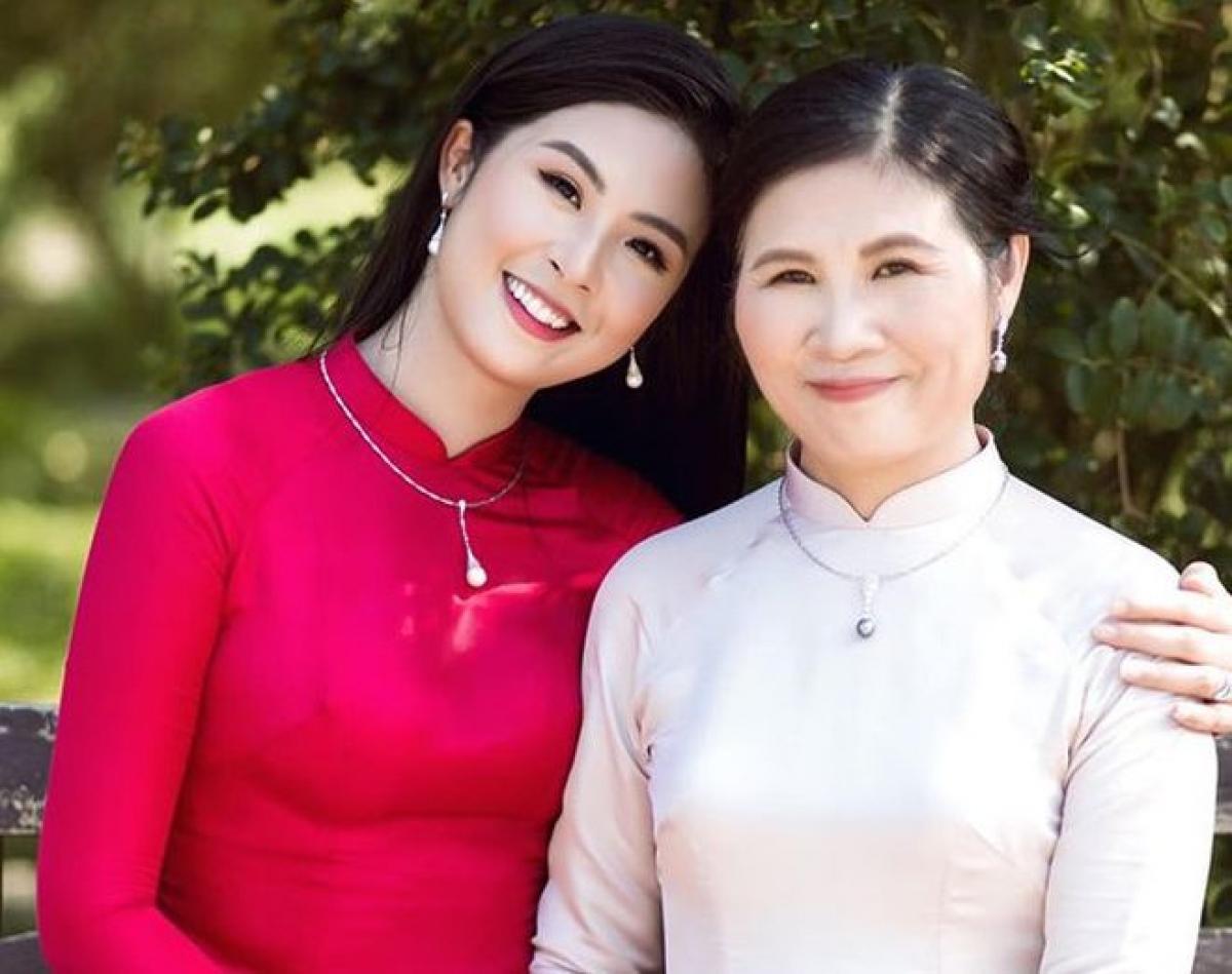 Hoa hậu Ngọc Hân và mẹ