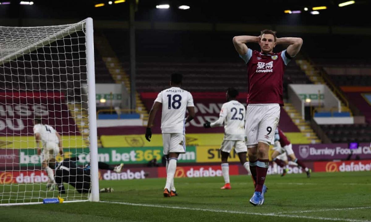Thậm chí, Burnley suýt giành chiến thắng trong hiệp 2 nhưng cú đánh đầu của Chris Wood bị thủ môn Kasper Schmeichel cản phá xuất thần.