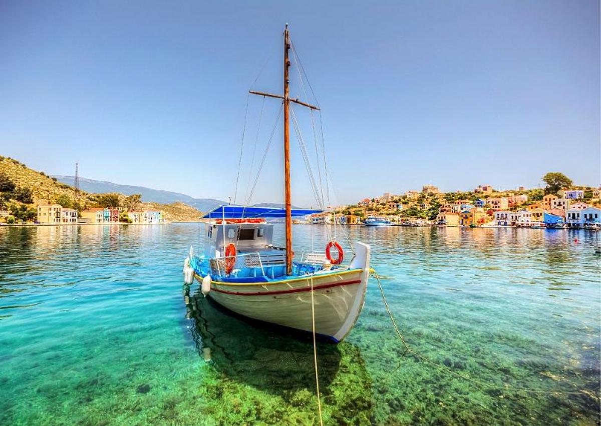 Hòn đảo sở hữu vẻ đẹp hoang sơ, với các bến tàu, biệt thự ven biển và nước biển xanh ngọc. Nguồn: Nejdet Duzen @canva