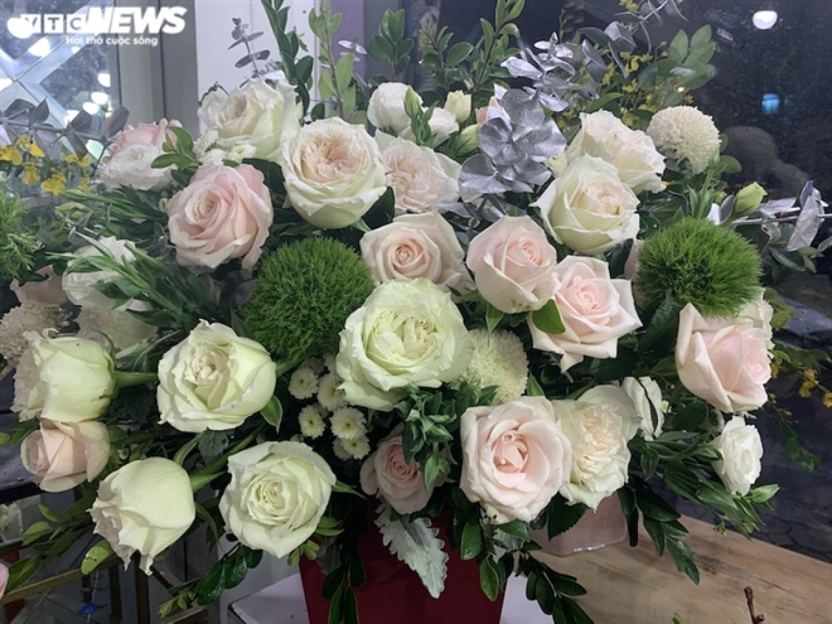 Hoa hồng Ecuador có giá 160.000 đồng/bông.