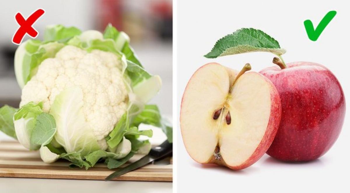 Từng có nghiên cứu cho thấy, táo giúp làm trắng răng đồngthời giúp bạn giải quyết hơi thở có mùi hôi.Tuy nhiên,súp lơcó chứacholine, một chất dinh dưỡng giống như vitamin B có thể gây ra mùi hôi cơ thể.