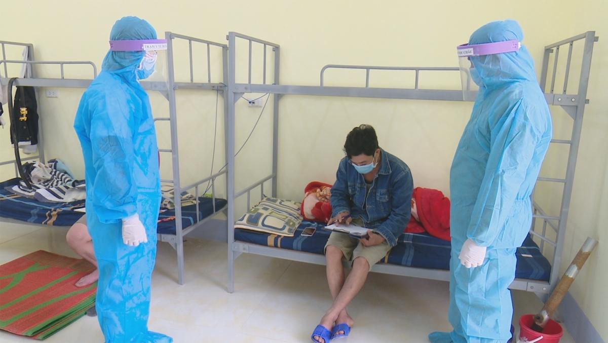 Ông Nguyễn Hồng My cùng con trai được đi cách ly tập trung tại huyện.