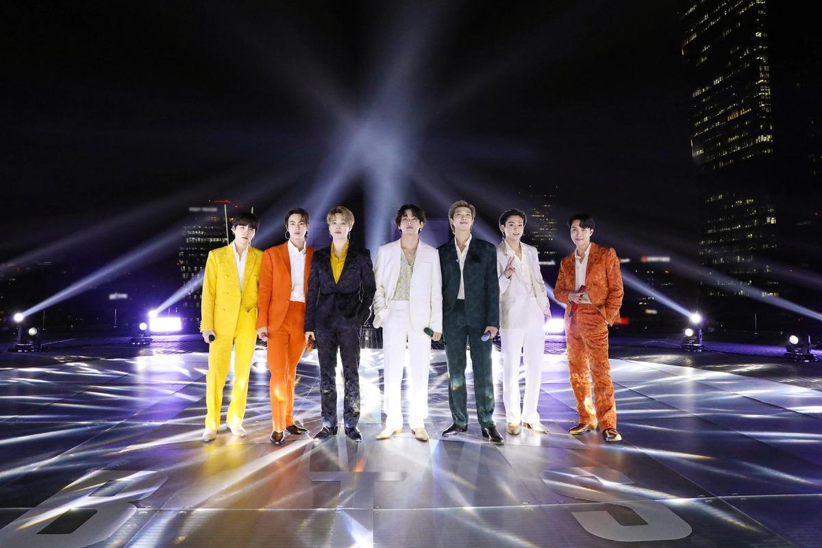 BTS mang đến màn trình diễn tràn đầy năng lượng tại lễ trao giải Grammy từ Seoul, Hàn Quốc.