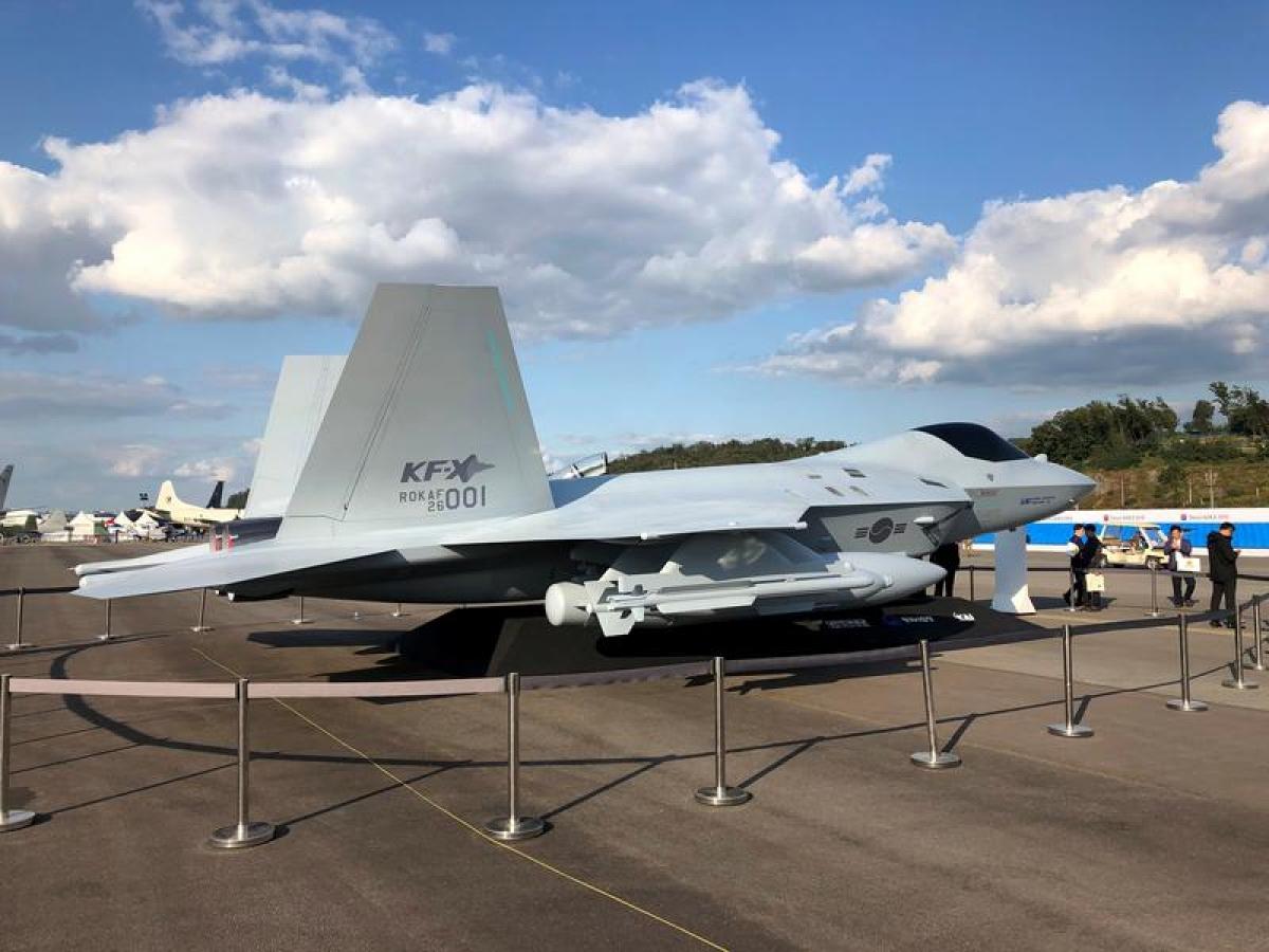 Mô hình máy bay chiến đấu KF-X của Hàn Quốc tại Triển lãm Quốc phòng và Hàng không Quốc tế Seoul ở Seongnam, Hàn Quốc ngày 15/10/2019. Ảnh: Reuters