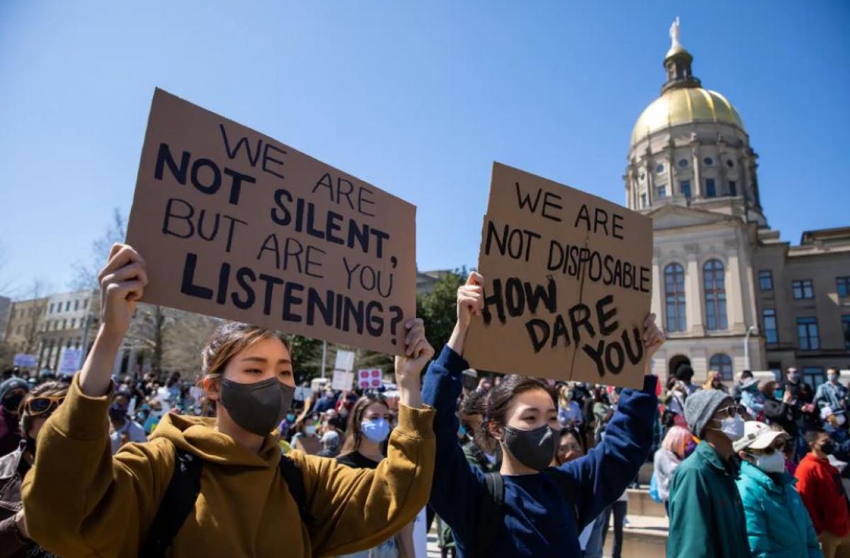 Các cuộc tấn công bạo lực nhằm vào cá nhân người Mỹ gốc Á đã tăng gần 150% ở 16 thành phố lớn của Mỹ năm 2020, đặc biệt là ở những nơi có đông người gốc Á sinh sống như Los Angeles và New York. Ảnh: Washington Post