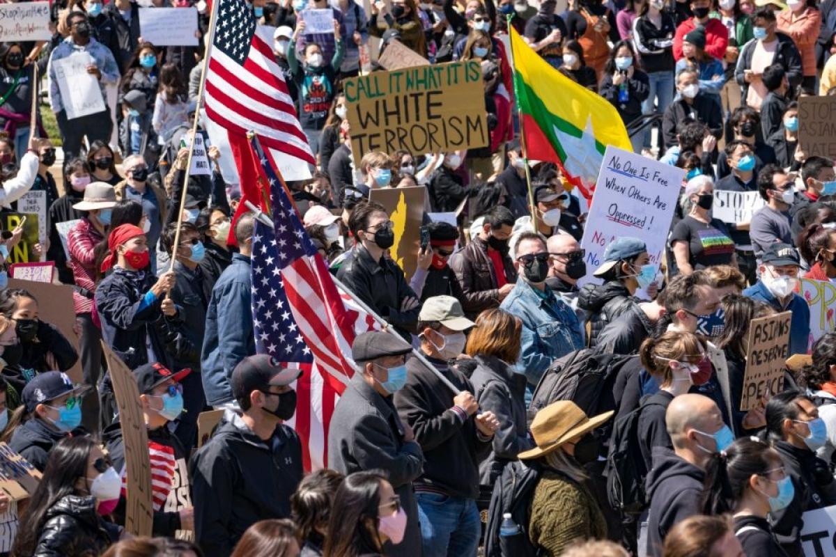 Cuộc biểu tình ngày 20/3 ở Atlanta nhằm thể hiện sự đoàn kết với cộng đồng người gốc Á đã thu hút hơn 183 tổ chức tham gia và kêu gọi được 300 triệu tiền quyên góp nhằm ứng phó với tình trạng bạo lực nhằm vào người gốc Á. Ảnh: Getty