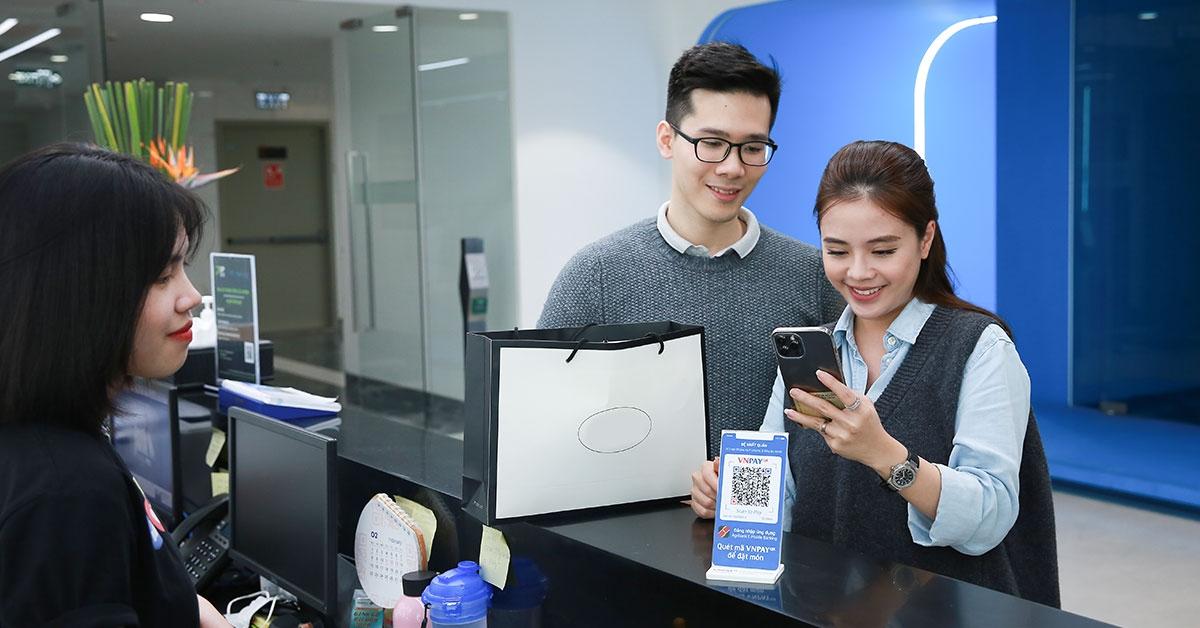 Dễ dàng thanh toán VNPAY-QR với SmartBanking thế hệ mới.