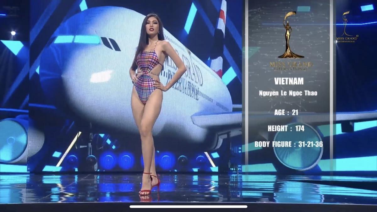 Kế đến là phần thi bikini hấp dẫn giúp Ngọc Thảo khoe trọn đường cong nóng bỏng với số đo 3 vòng lần lượt là 85-63-92.