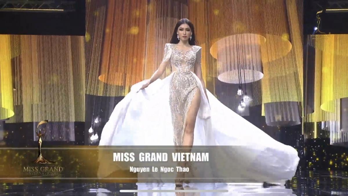 Trình diễn sau hơn 60 đại diện trước đó nhưng tinh thần nhiệt huyết của nàng Á hậu đã giúp cô toả sáng trên sân khấu của nước chủ nhà Thái Lan. Phần thể hiện của đại diện Việt Nam đã thu hút tình cảm của người hâm mộ trong lẫn ngoài nước.