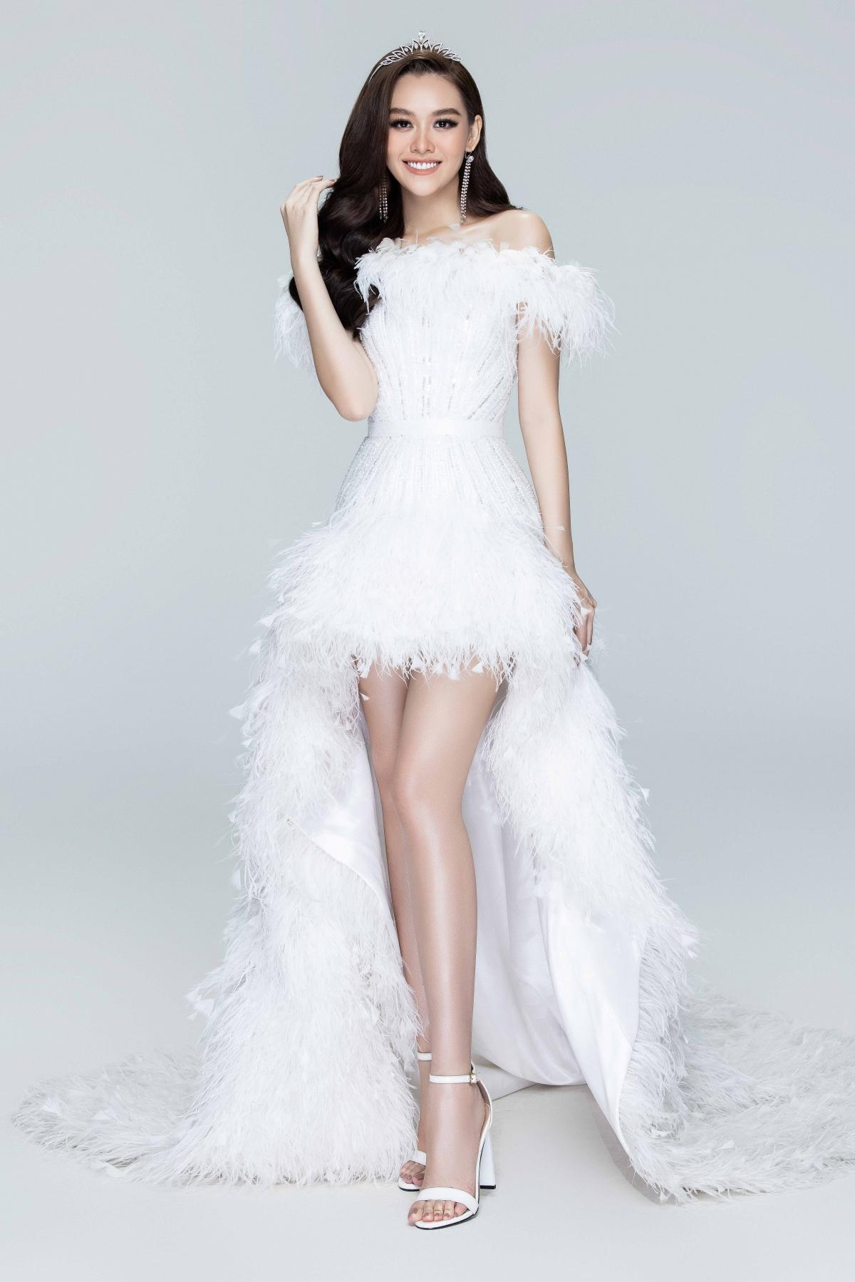 Xuyên suốt 2 năm nhiệm kỳ, Á hậu Tường San vẫn trung thành với phong cách thanh lịch cùng vẻ đẹp ngọt ngào khó phai.