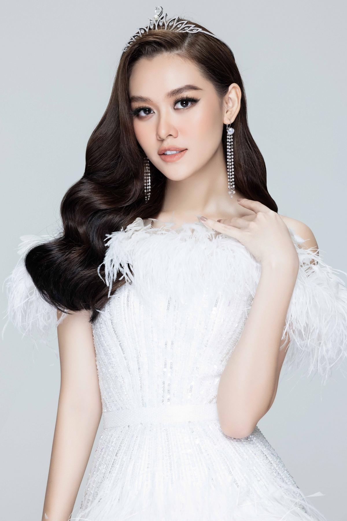 Không chỉ tạo tiếng vang trong lĩnh vực giải trí mà Tường San cũng như Top 3 Miss World Vietnam 2019 còn thường xuyên đóng góp cho cộng đồng bằng nhiều hoạt động thiện nguyện ý nghĩa.