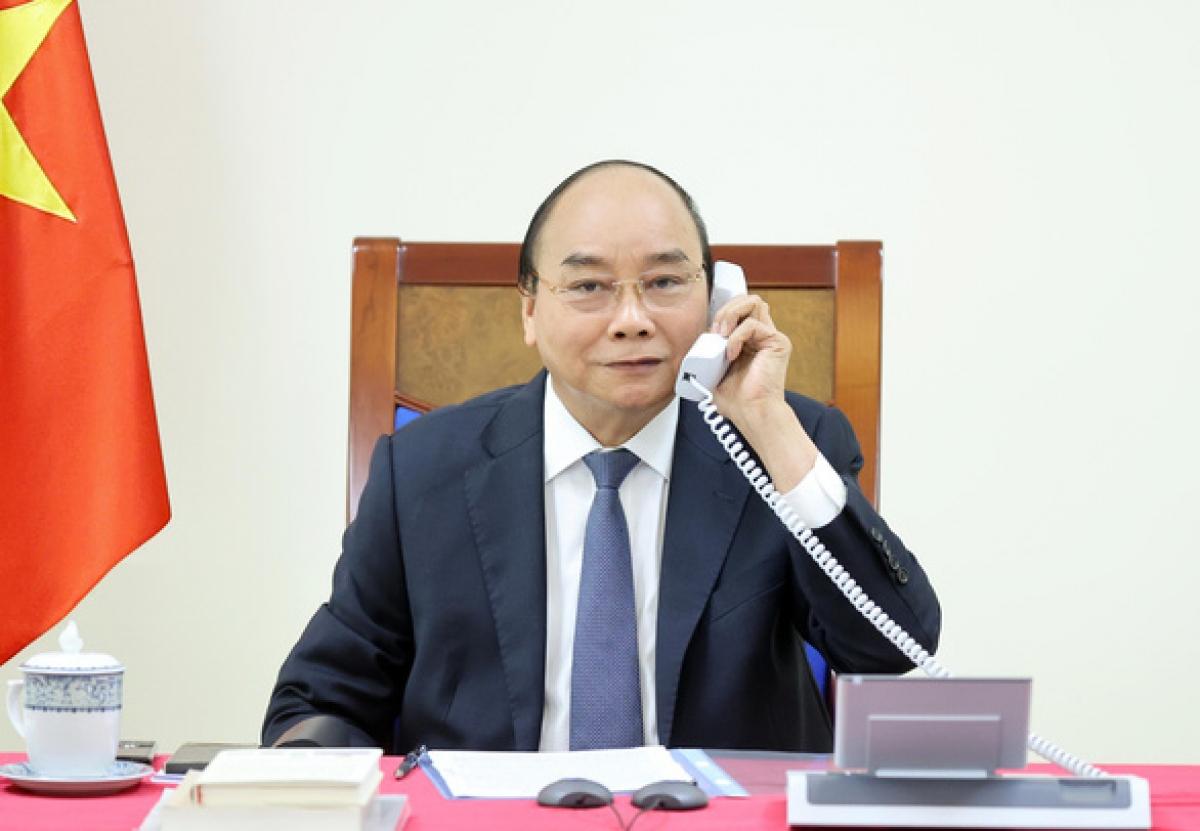 Thủ tướng Nguyễn Xuân Phúc điện đàm với Thủ tướng Singapore ngày 10/3 - Ảnh: BNG