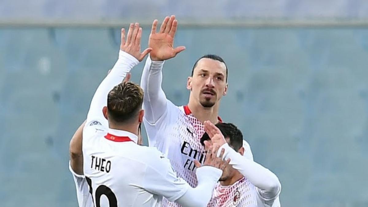 Ibrahimovic ghi bàn cho AC Milan (Ảnh: Reuters).