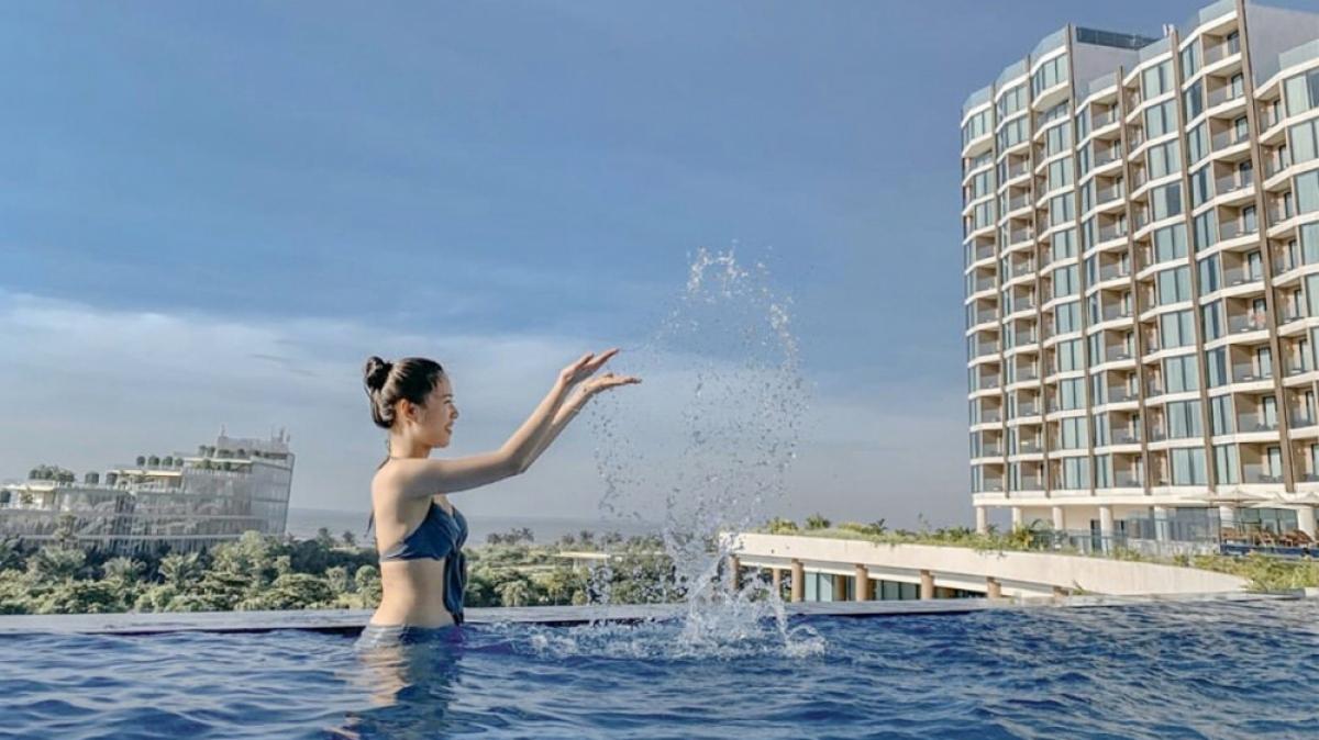 """FLC Sầm Sơn cũng được mệnh danh là """"Resort có nhiều bể bơi nhất Việt Nam"""" với hệ thống khoảng 150 bể lớn nhỏ để nàng """"giải nhiệt"""" mùa hè. (Ảnh: FLC Sầm Sơn)"""