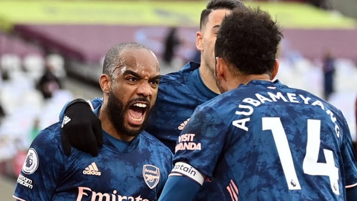 Arsenal thoát thua ngoạn mục trước West Ham (Ảnh: Reuters).