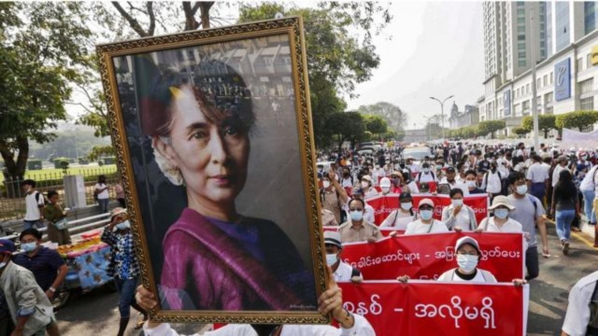 Cuộc biểu tình tại Myanmar (Ảnh: BBC).