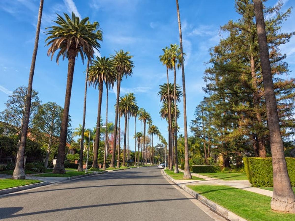 """Tỷ phú Jeff Bezos còn có cả bất động sản ở """"khu nhà giàu"""" tại Beverly Hills, California."""