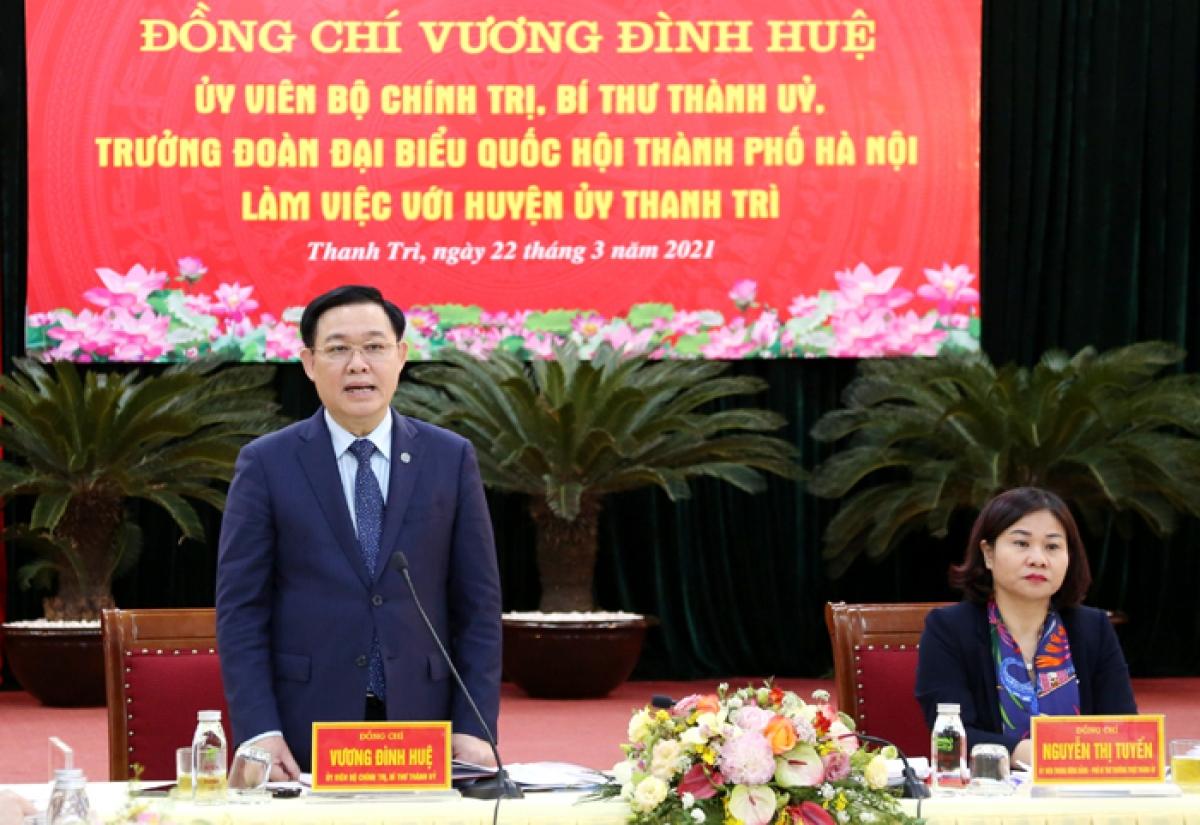 Bí thư Thành ủy Hà Nội Vương Đình Huệ phát biểu kết luận buổi làm việc.