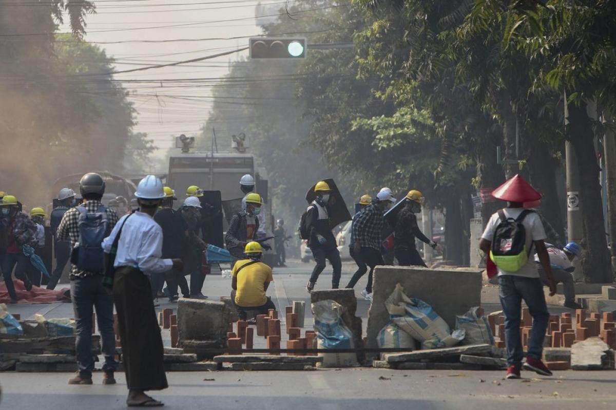 Người biểu tình Myanmar. Ảnh: AFP.