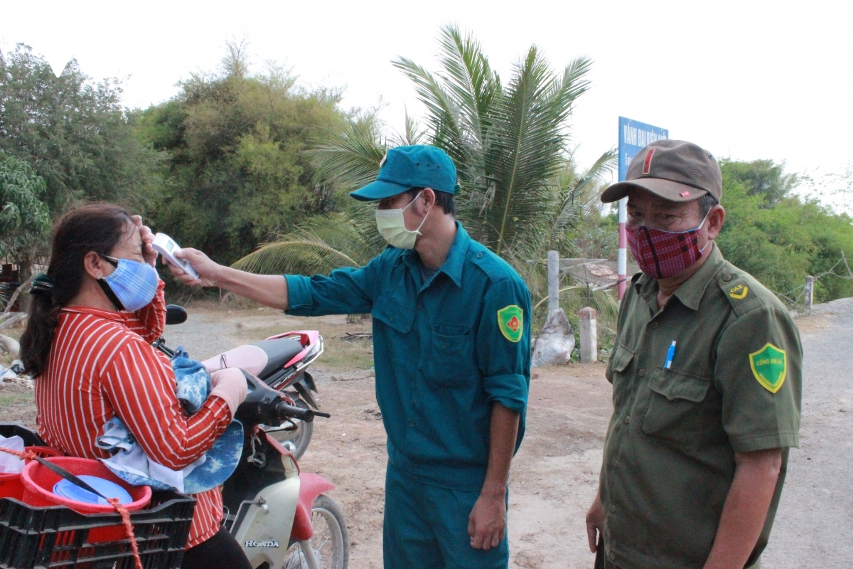 Prevention measures taken against COVID-19 are also being deployed at the Dinh Ba International Border Gate.