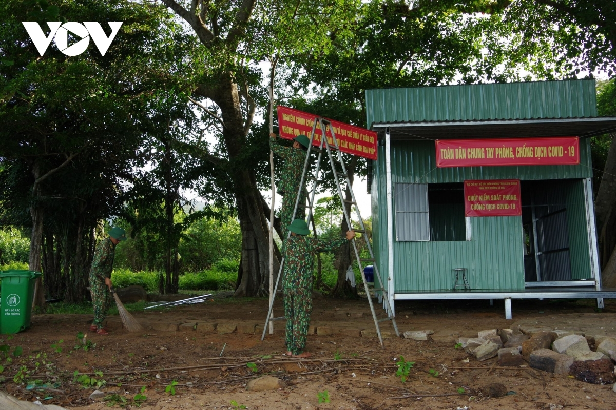 A checkpoint of Xa Luc Border Station in Bai Thom ward of Phu Quoc city has been set up in order to prevent the potential spread of the virus.