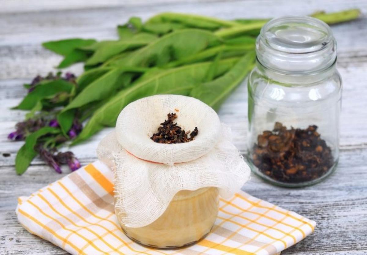 Liên mộc: Liên mộc là một loại thảo dược truyền thống, được dùng trong điều trị các vết bầm tím tại nhà. Bạn có thể chườm lạnh vết bầm bằng trà liên mộc lanh, sau đó tiếp tục quá trình hồi phục bằng trà nóng.