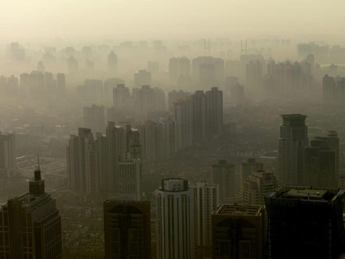 Các dạng ô nhiễm không khí: Ô nhiễm dạng hạt, hay PM, là một loại ô nhiễm không khí. Bụi mịn PM10 - với đường kính nhỏ hơn hoặc bằng 10 micromet, và bụi mịn PM2.5 - với đường kính nhỏ hơn hoặc bằng 2.5 micromet - là hai loại ô nhiễm nguy hiểm nhất.