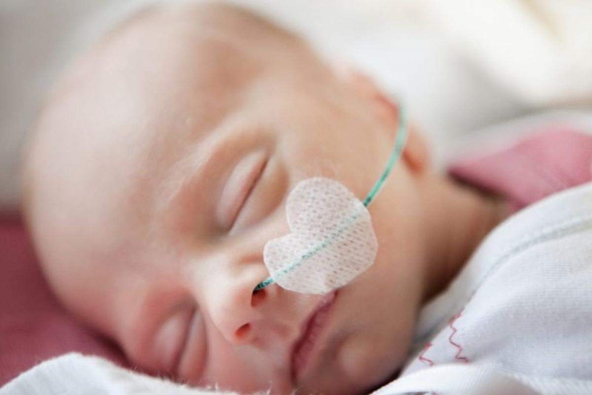 Trẻ sơ sinh nhẹ cân: Ô nhiễm không khí ảnh hưởng đến cả thai phụ và thai nhi trong mọi giai đoạn của thai kỳ. Nghiên cứu cho thấy bụi mịn PM2.5 xâm nhập vào máu của người mẹ, ảnh hưởng tiêu cực đến nguồn cung máu và dưỡng chất đến thai nhi, dẫn đến sinh non và trẻ sơ sinh nhẹ cân dưới chuẩn.