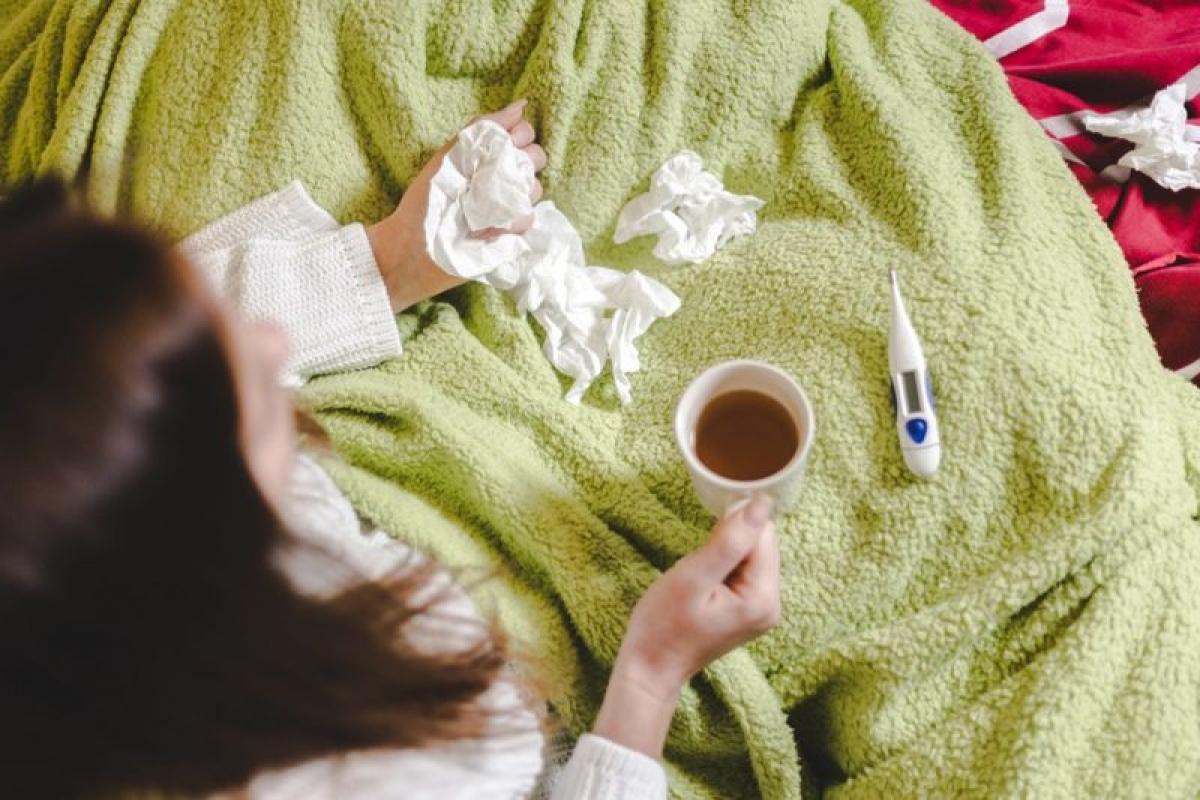 Giả cúm: Giả cúm (ILI) là cái tên được dùng để gọi chung cho các tình trạng sốt, ho và ốm mệt kéo dài khoảng 9-10 ngày. Không giống như cúm, giả cúm không có thuốc đặc trị. Các nghiên cứu đã chỉ ra mối liên quan giữa ô nhiễm không khí đến cả cúm và giả cúm.