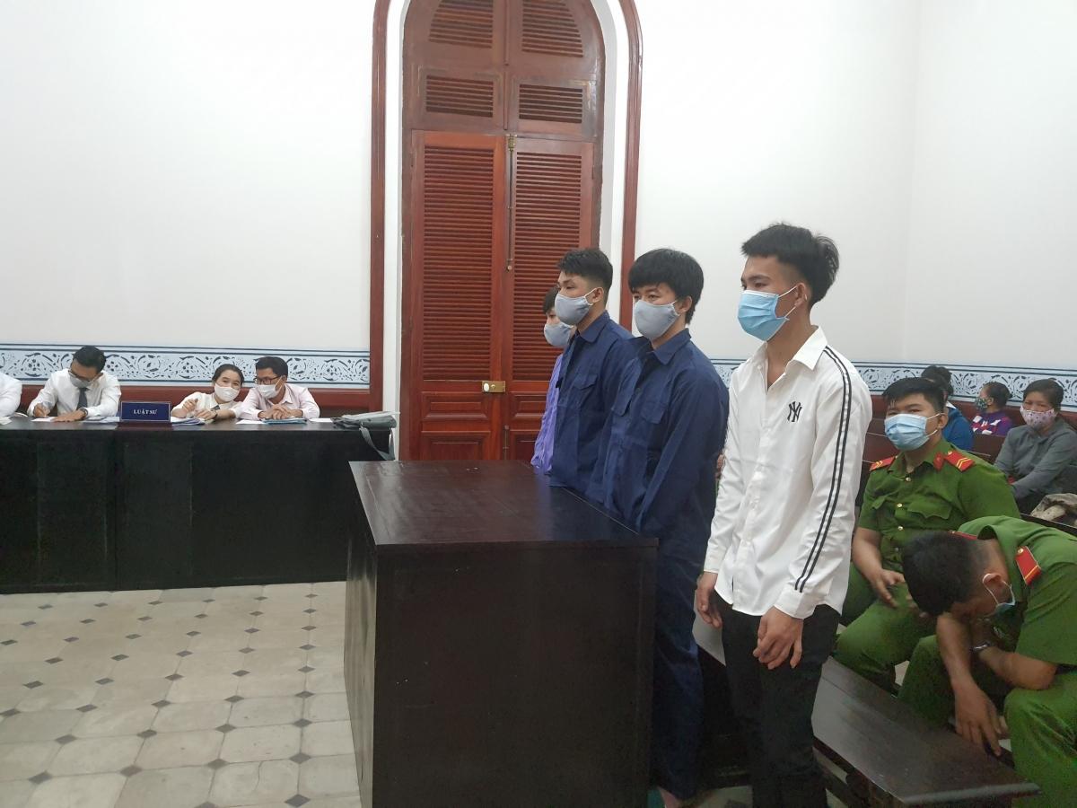 Các bị cáo tại phiên tòa hôm nay 3/3 (Ảnh: A.X)