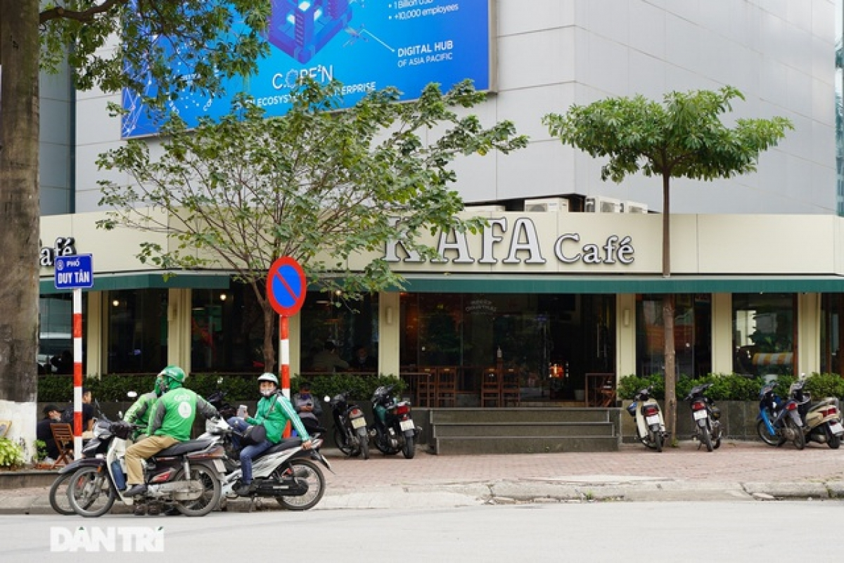 Meanwhile, a few customers can be seen at a coffee shop on Duy Tan street in Cau Giay district.