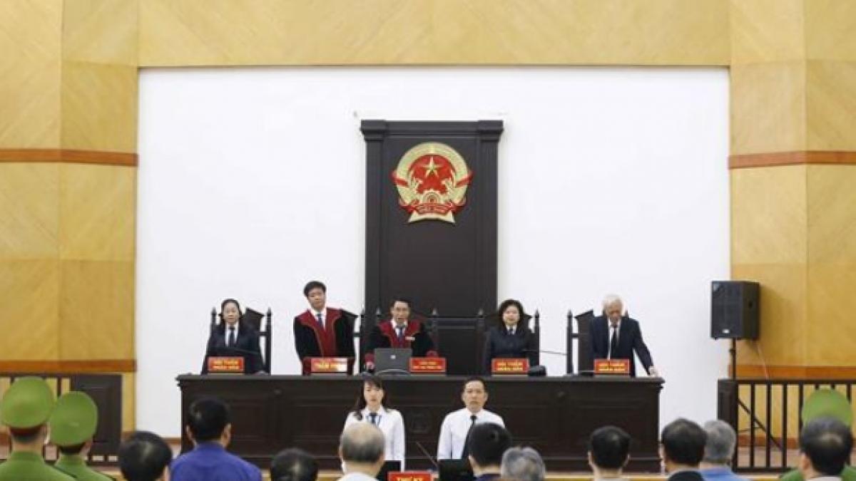 HĐXX tiến hành tuyên án các bị cáo.