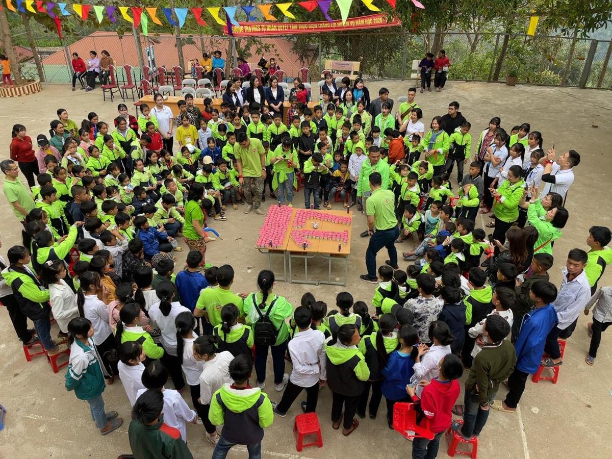 Cũng trong chuyến đi này, nhóm thiện nguyện Chia sẻ tình thương cùng nhau tổ chức kỷ niệm 17 năm hoạt động.
