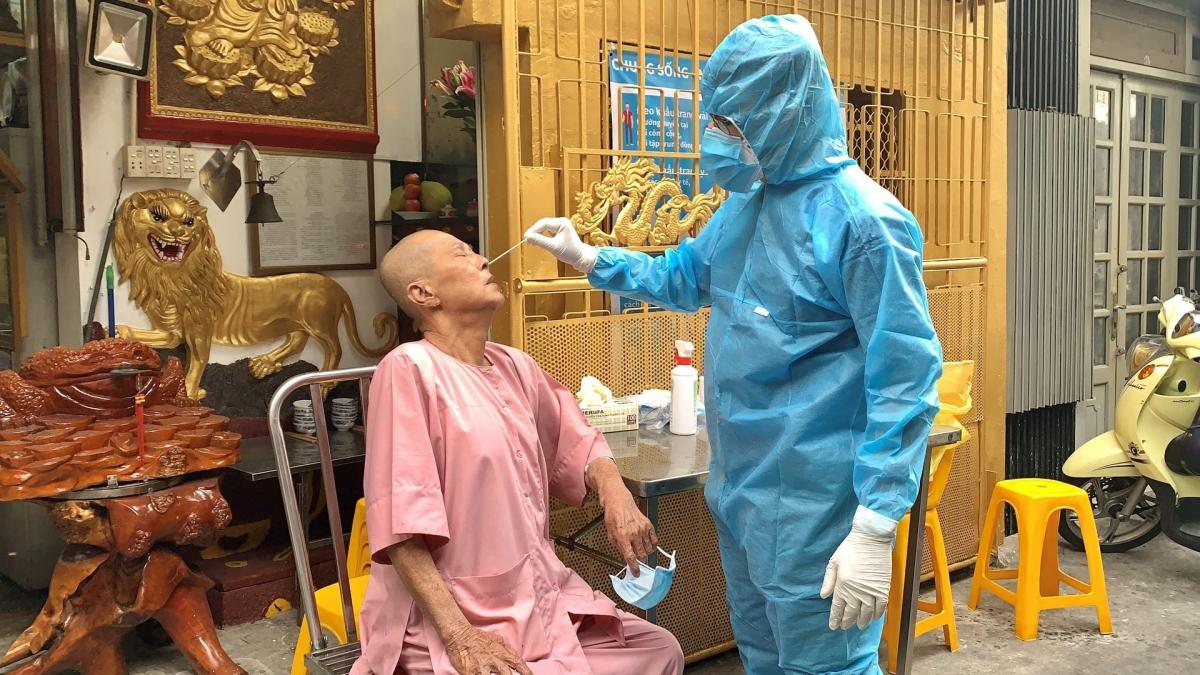 Có 1.362 nhân viên tham gia điều tra dịch tễ được tiêm vaccine Covid 19