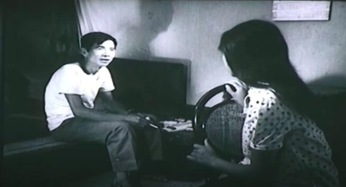 """""""Truyện cổ tích tuổi 17"""" là bộ phim đầu tiên NSƯT Trịnh Thanh Nhã trong vai trò biên kịch. Trong ảnh là một cảnh quay giữa NSND Trần Hạnh và nghệ sĩ Lê Vy."""
