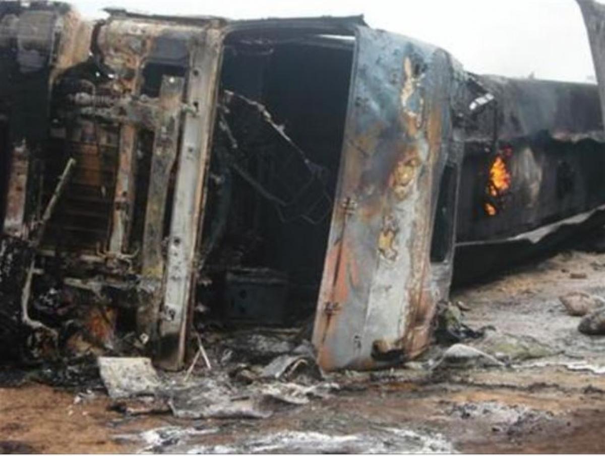 Một xe bồn bị lật và cháy ở CHDC Congo trước đó (Ảnh minh họa: KT)