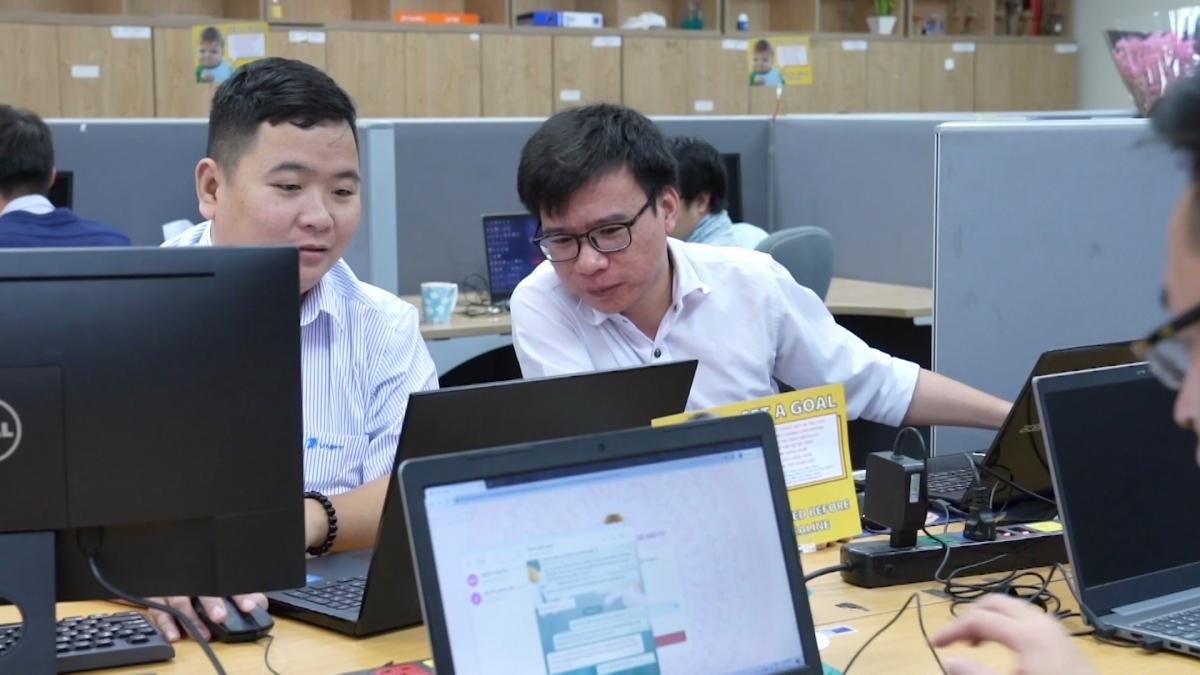 """Cùng với nhân sự của Bộ Công an triển khai Dự án, các kỹ sư công nghệ của VNPT cũng đã làm việc bất kể ngày đêm để Dự án """"về đích"""" trong thời gian ngắn nhất"""
