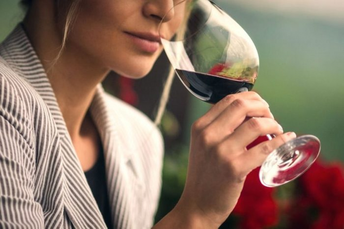 Kiêng rượu bia và thuốc lá: Theo nghiên cứu, sử dụng rượu bia, thuốc lá và các chất gây nghiện khác có thể gây sinh non, suy dinh dưỡng bào thai, thai chết lưu, sảy thai và nhiều vấn đề về thai nghén khác.