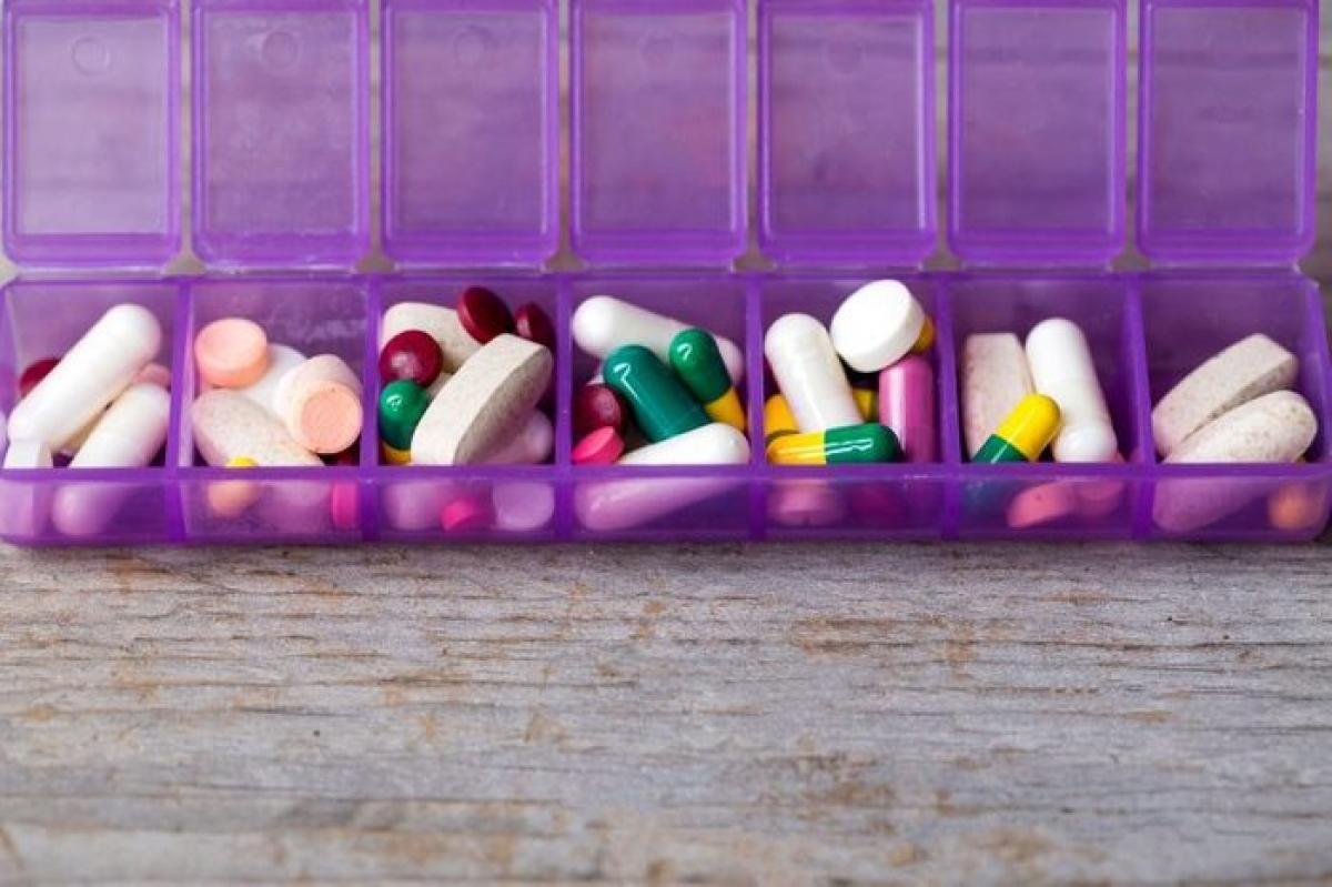 Hạn chế sử dụng các dược phẩm không cần thiết: Ngoài một số dược phẩm điều trị bệnh mãn tính như suy giáp, chuyên gia khuyến cáo thai phụ nên hạn chế sử dụng dược phẩm, kể cả thảo dược để tránh ảnh hưởng xấu đến thai nhi.