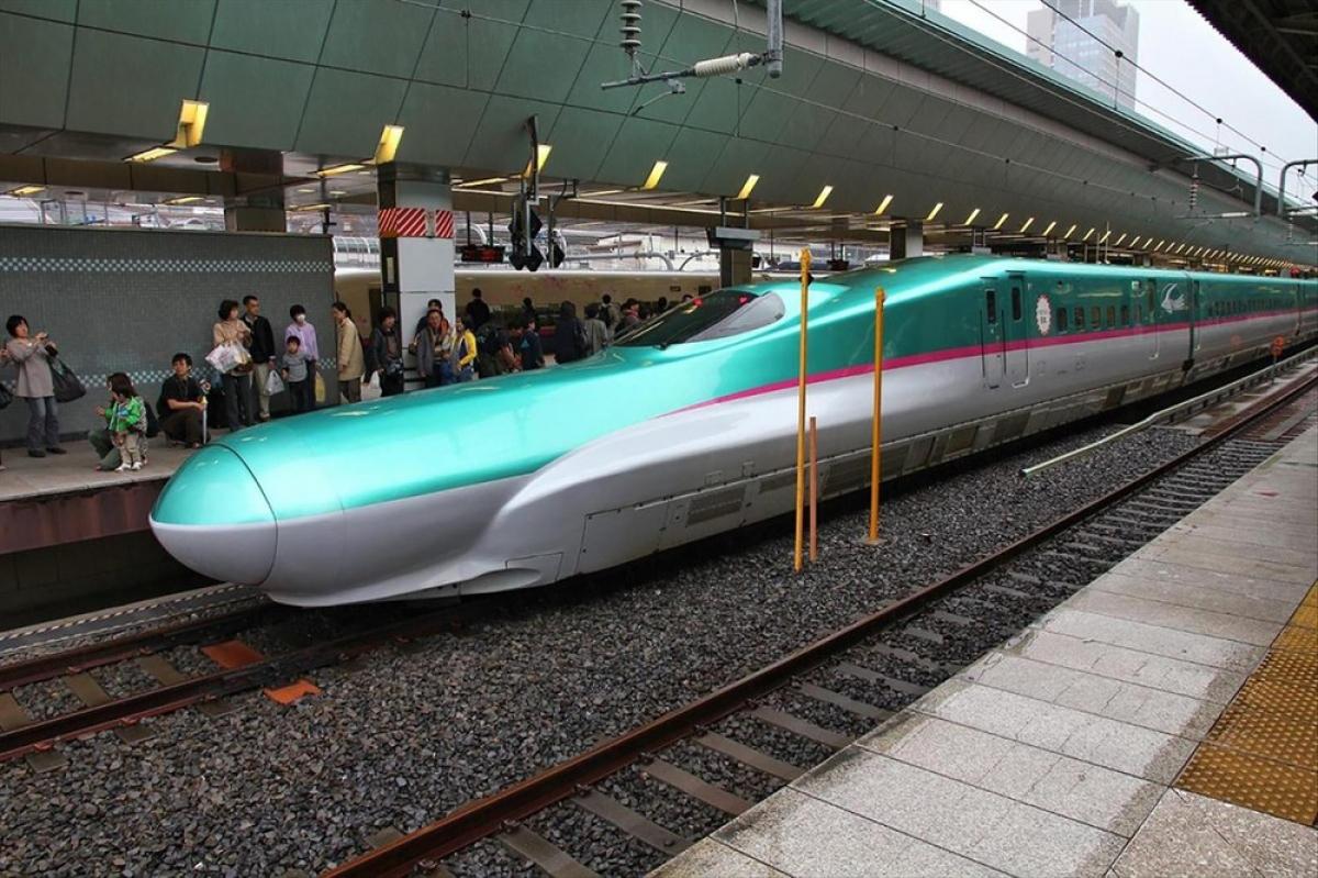 Bộ GTVT đề xuất đi thẳng lên hiện đại để đón đầu cho tuyến đường sắt cao tốc Bắc - Nam. Trong ảnh là hệ thống tàu điện Shinkansen của Nhật Bản.
