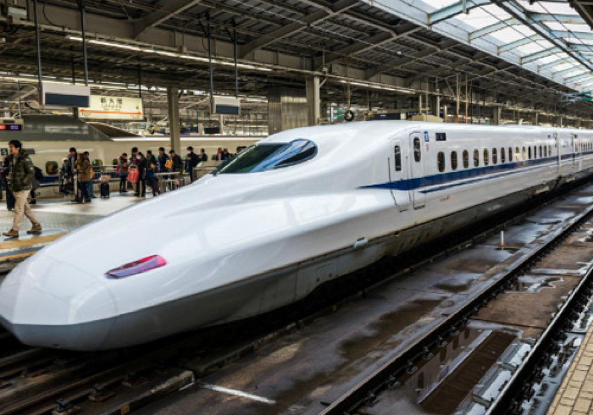 Nếu có tàu tốc độ cao Bắc Nam sử dụng công nghệ giống tàu Shinkanshen ở Nhật Bản thìchỉ mất 6 tiếng từ Hà Nội vào TP.HCM, tương đương với thời gian di chuyển lên sân bay, làm thủ tục và bay vào TP.HCM cũng mất 5 tiếng như hiện nay.