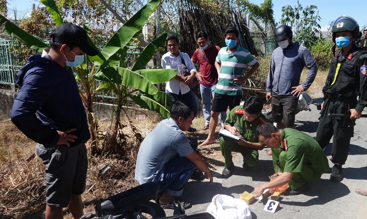 Công an An Giang phá chuyên án vận chuyển vàng từ Campuchia về Việt Nam.