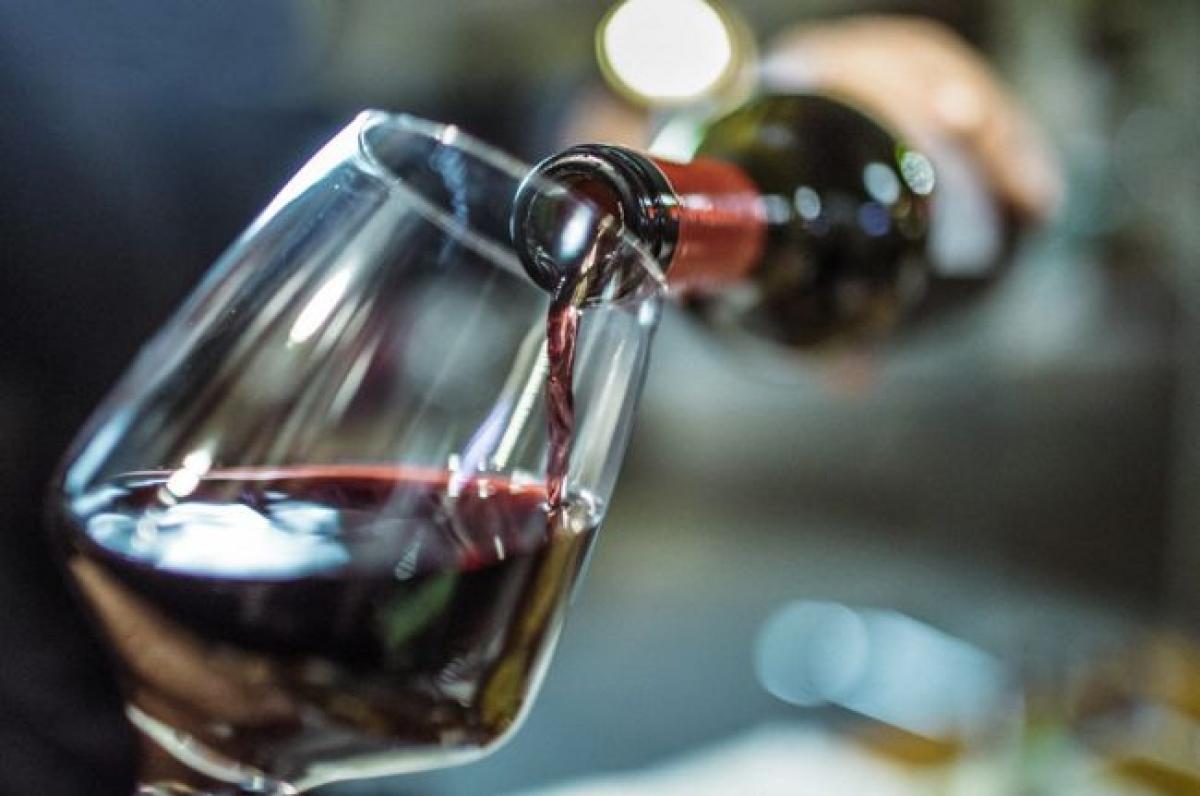 Hạn chế sử dụng cồn: Không ai cấm bạn nhấm nháp một ly rượu vang sóng sánh, nhưng đừng hy vọng cơ thể bạn vẫn sẽ tràn trề năng lượng nếu bạn uống bia rượu thường xuyên. Rượu bia có thể làm giảm năng suất làm việc trong ngày của bạn, đồng thời gây mất ngủ về đêm.