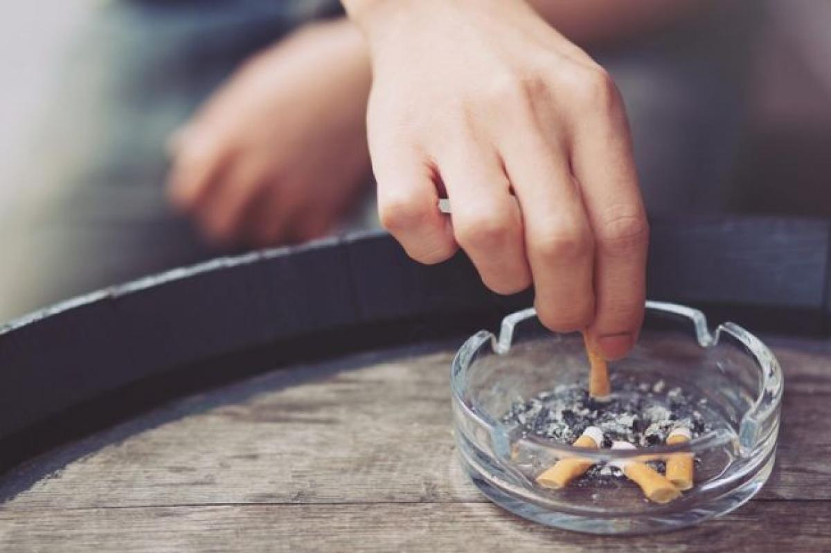 Ngừng hút thuốc lá: Chúng ta đều biết hút thuốc lá có hại cho sức khỏe về lâu dài và trên thực tế, nó còn ảnh hưởng tiêu cực đến mức năng lượng của bạn. Nghiên cứu cho thấy chất nicotin trong thuốc lá làm tăng nhịp tim và huyết áp, nhưng lại không khiến bạn cảm thấy phấn chấn. Ngược lại, chất này sẽ khiến bạn mất ngủ về đêm.