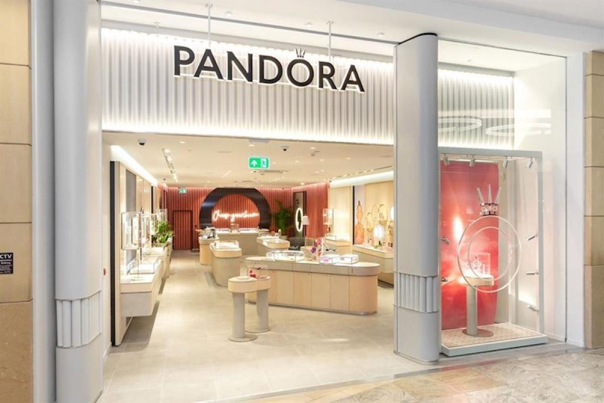 Thương hiệu đồ trang sức nổi tiếng Pandora đóng của ¼ số cửa hàng bán lẻ do Covid-19 (Ảnh minh họa: KT)