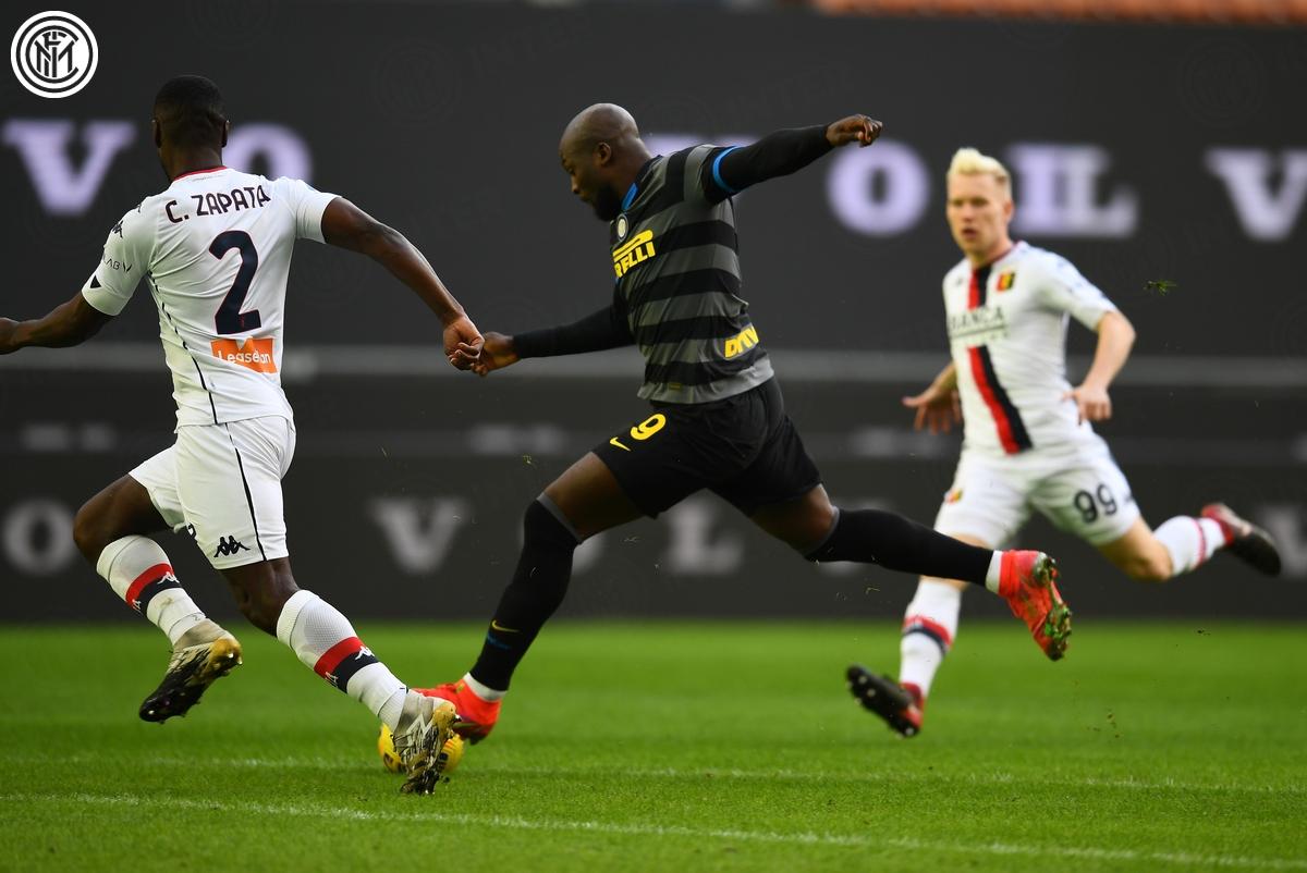 Romelu Lukaku mở tỷ số cho Inter Milan ngay phút đầu tiên với pha độc diễn ghi bàn đầy sức mạnh.