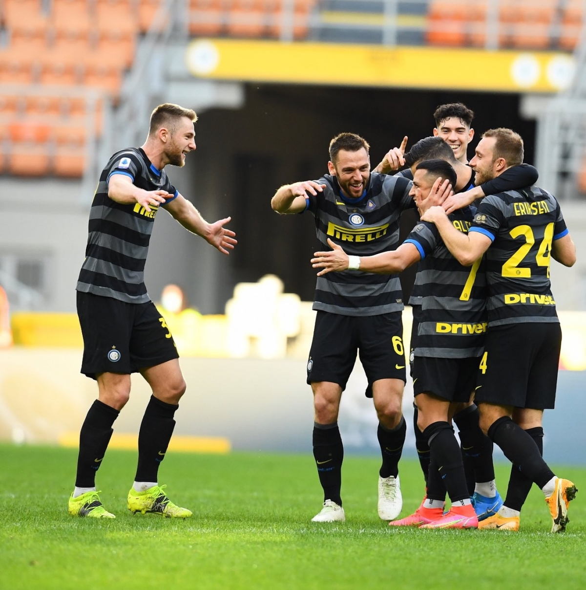 Ba cựu Quỷ đỏ rủ nhau ghi bàn, để lại dấu ấn đậm nét trong cuộc đua vô địch Serie A.